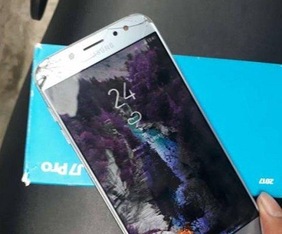 Màn hình J7 Pro bị chảy mực cần thay màn hình