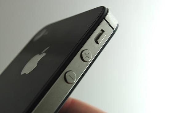 Thay nut volume iPhone SE gia re