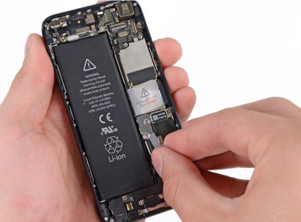 thay-pin-iphone-se-gia-re