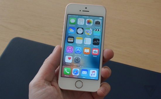iPhone SE bi sap nguon lien tuc
