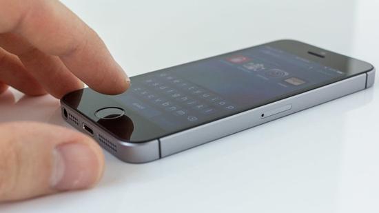 iPhone SE het pin nhanh