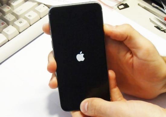 iPhone 6s Plus khong len man hinh