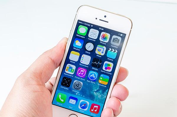 Khởi động lại máy để khắc phục iPhone 6S Plus liệt cảm ứng