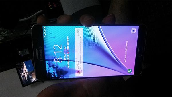 Note 5 bị loang mực phải thay màn hình nguyên bộ