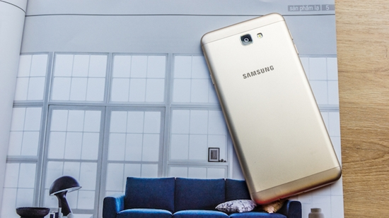 Samsung J7 Prime bi dom man hinh