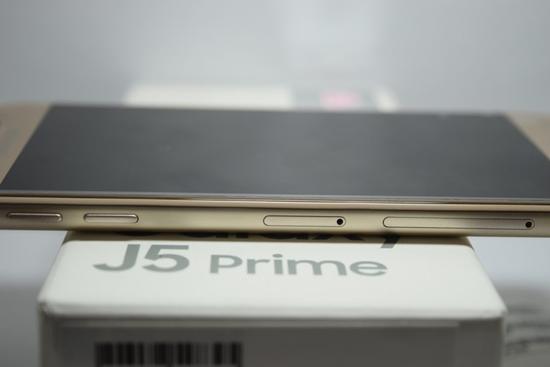 Samsung J5 Prime bi den man hinh