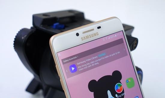 man hinh Samsung C9 Pro bi rung