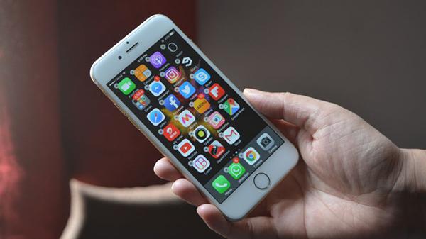 Sửa iPhone 6s Plus bị đốm màn hình