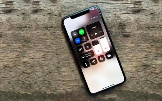 iPhone-X-bi-do-cam-ung-2