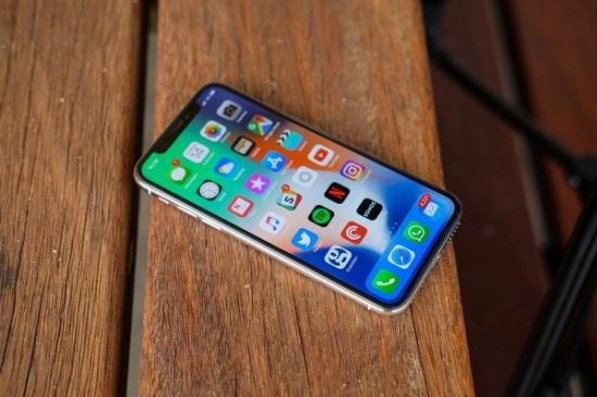 Man hinh iPhone X bi am vang