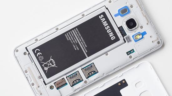 Samsung J6 bi nong may