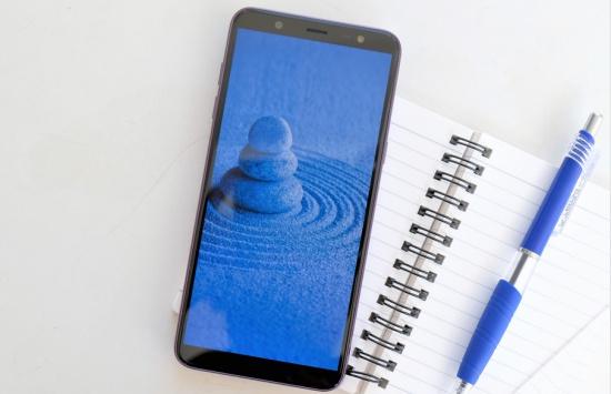Nếu mặt kính bị hư hỏng, bạn sẽ phải thay mặt kính cho Samsung J8