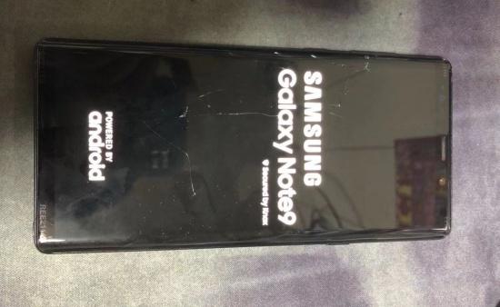 Mặt kính bên ngoài Note 9 bị bể