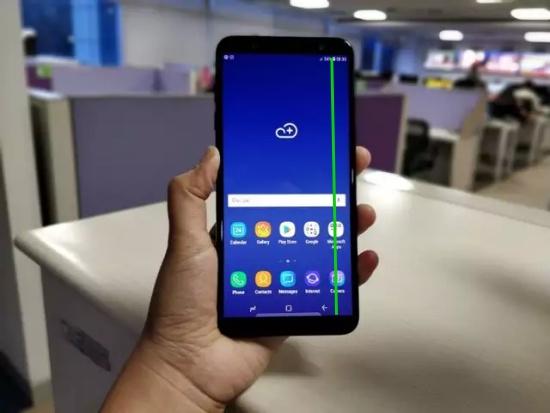 man-hinh-Samsung-J8-bi-soc-1