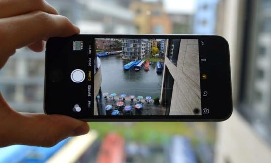 Camera iPhone 6 bị chấm đen