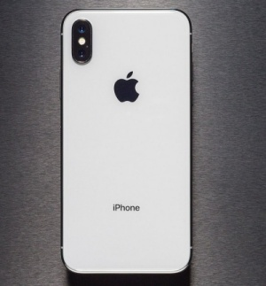 thay-mat-kinh-sau-iPhone-X-2-0-1