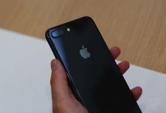 iPhone 8 Plus bị nóng gần camera sau