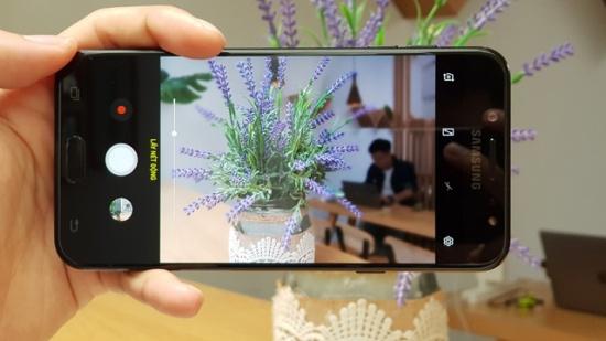 J7 Plus sở hữu camera ấn tượng
