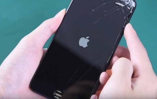 Tác động mạnh cũng có thể làm IC nguồn iPhone 7 Plus bị hư hỏng