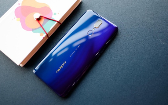 thay mat kinh Oppo F11