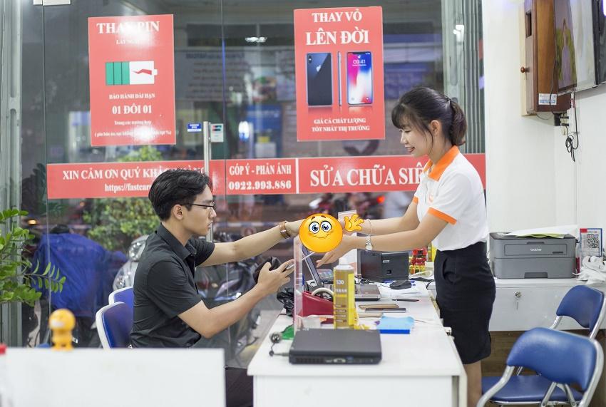 Nhân viên FASTCARE luôn thân thiện và chu đáo với mọi khách hànga