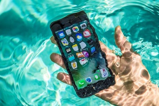 iPhone 7 Plus bị vô nước