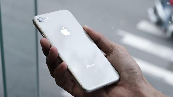 iPhone 8 hết pin sạc không lên