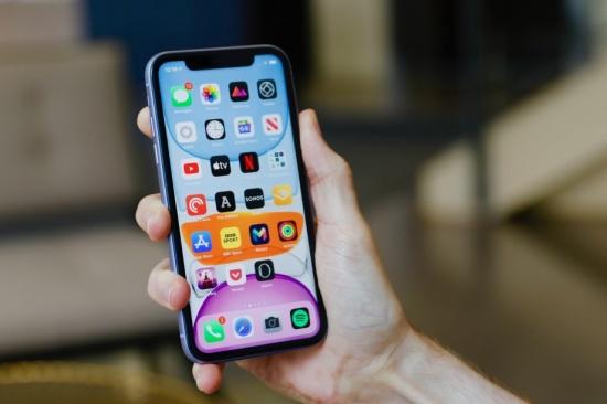 iPhone-11-bi-treo-tao-1