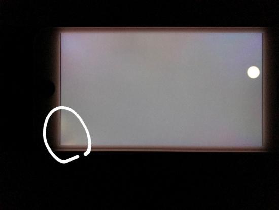 Màn hình iPhone 8 Plus bị hở sáng