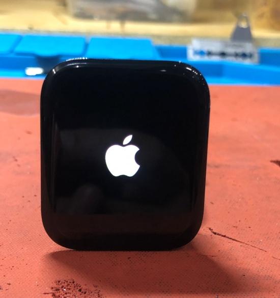 thay man hinh Apple Watch Series 4