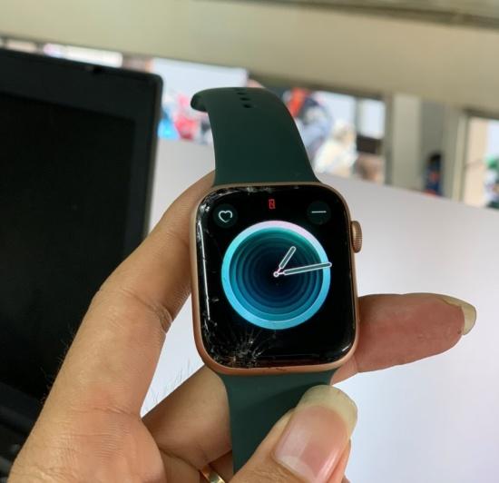 thay mat kinh Apple Watch Series 4