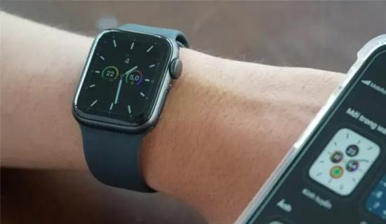 thay mat kinh Apple Watch Series 5