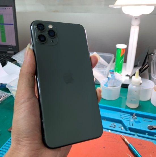 thay nap lung iPhone 11 Pro