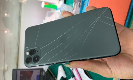 thay nap lung iPhone 11 Pro Max
