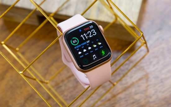 thay pin Apple Watch Series 4