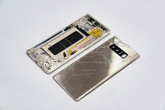 Bạn cần thay nắp lưng cho Note 8 khi bộ phận này bị trầy xước