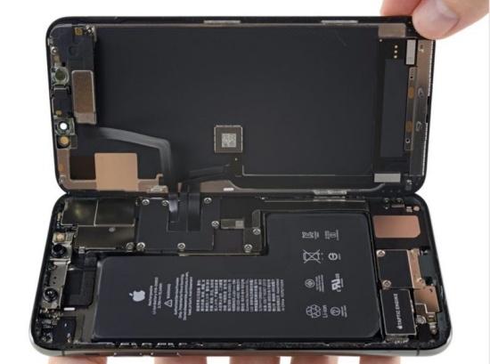 Khi pin iPhone 11 Pro Max bị chai, bạn sẽ cần thay pin mới cho máy