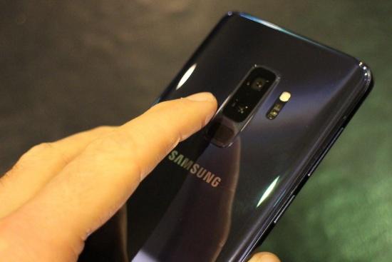 thay cam bien van tay Samsung S9 Plus