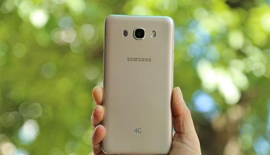 thay pin Samsung J7 2016