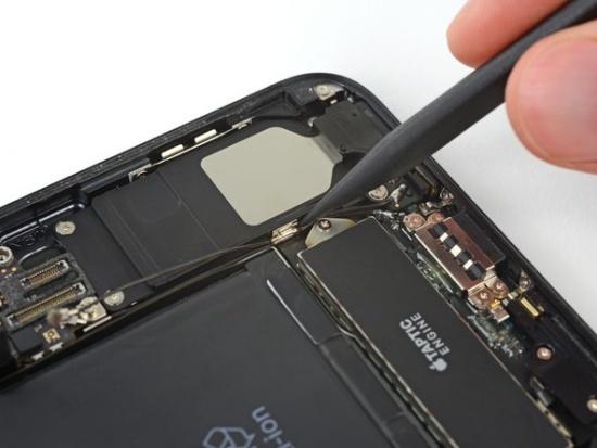 thay anten Wifi iPhone 7 Plus