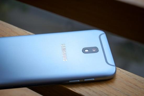 thay vo Samsung J7 Pro
