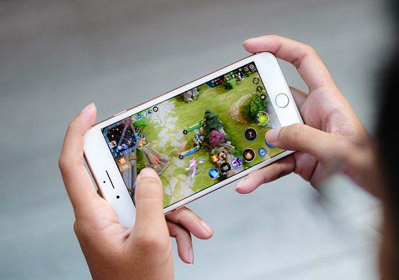 dang-choi-game-bi-vang-ra-tren-iphone