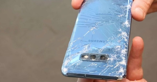 Vỏ Samsung S10 bị bể nứt nghiêm trọng