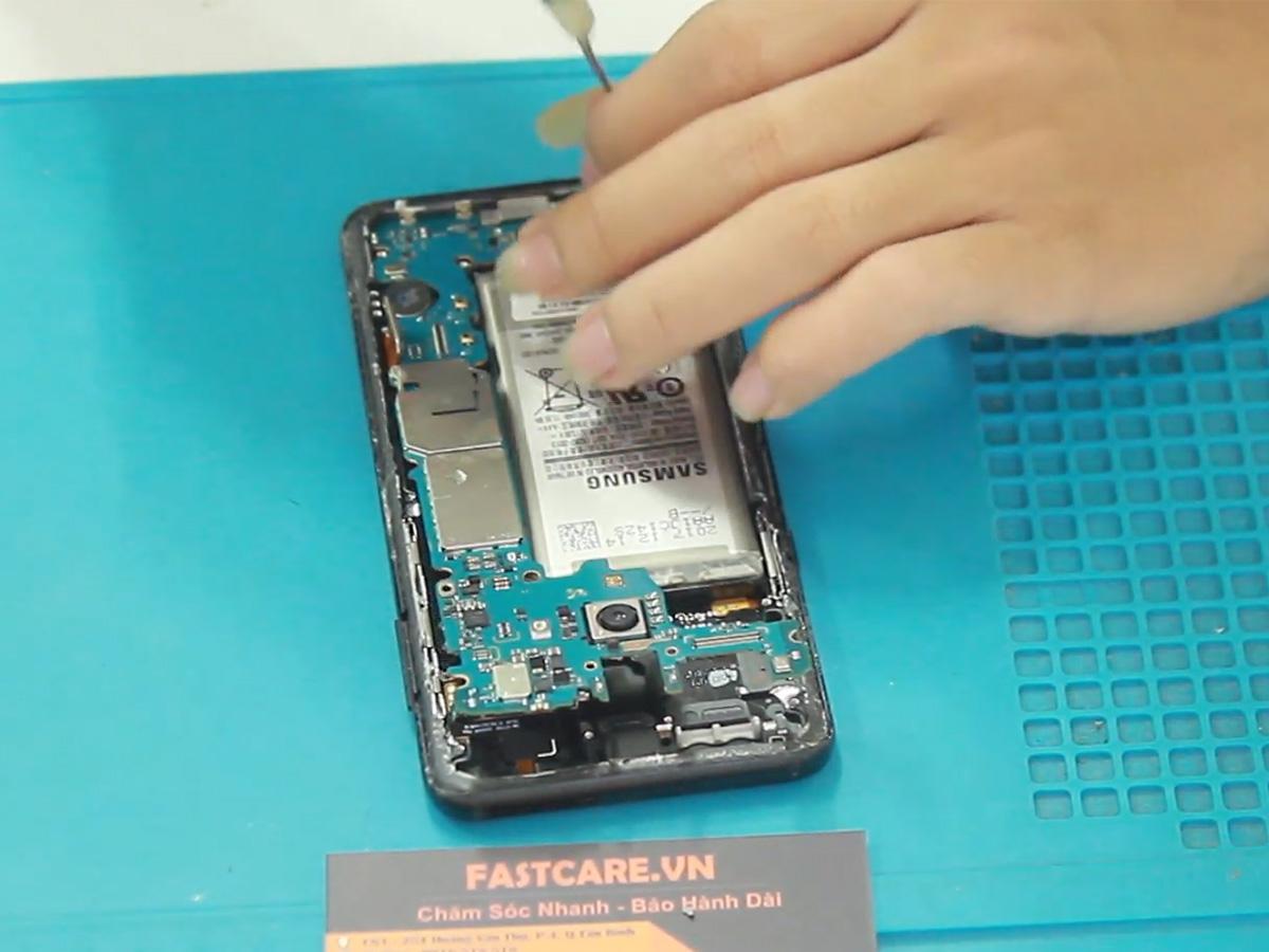 thay chan sac Samsung A8 Star
