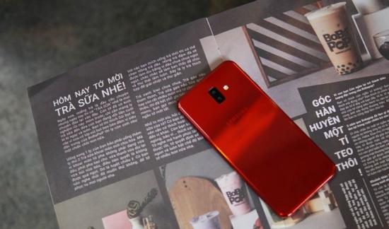 Samsung J6 PLus có thiết kế bắt mắt