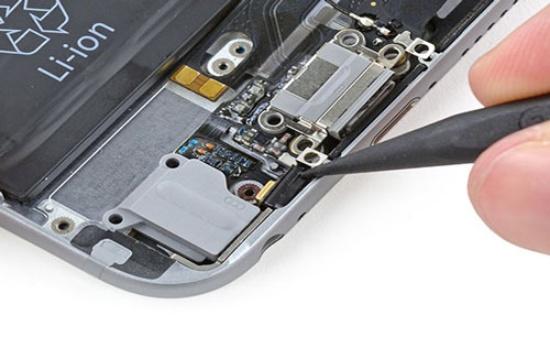 Hư hỏng ở phần cứng là nguyên nhân khiến iPhone quay video camera trước không có tiếng