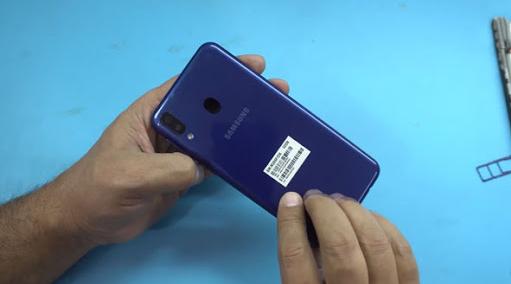 Thay nắp lưng Samsung M20 chất lượng tại FASTCARE