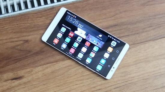 Huawei Mate 8 sở hữu màn hình lớn và sắc nét