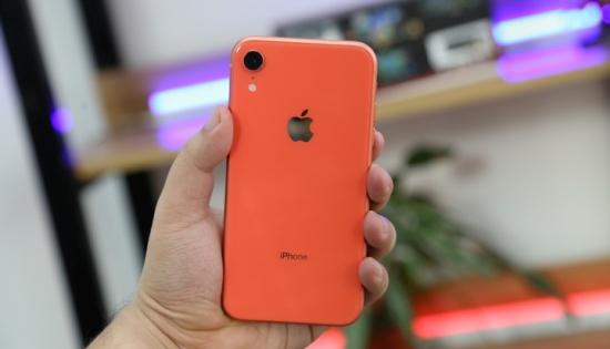 iPhone XR sở hữu thiết kế sang trọng và cá tính