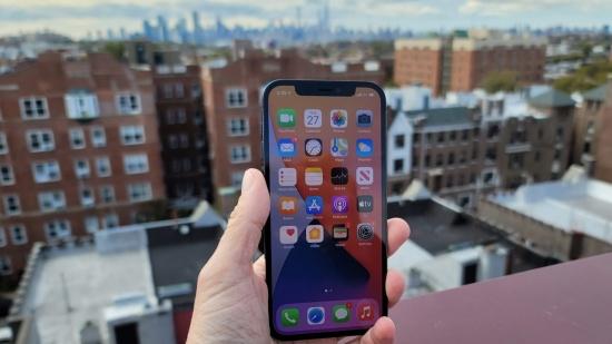 Màn hình iPhone 12 Pro gây ấn tượng ở từng chi tiết